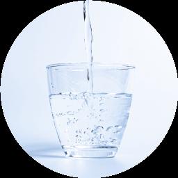 コップ一杯の水の画像